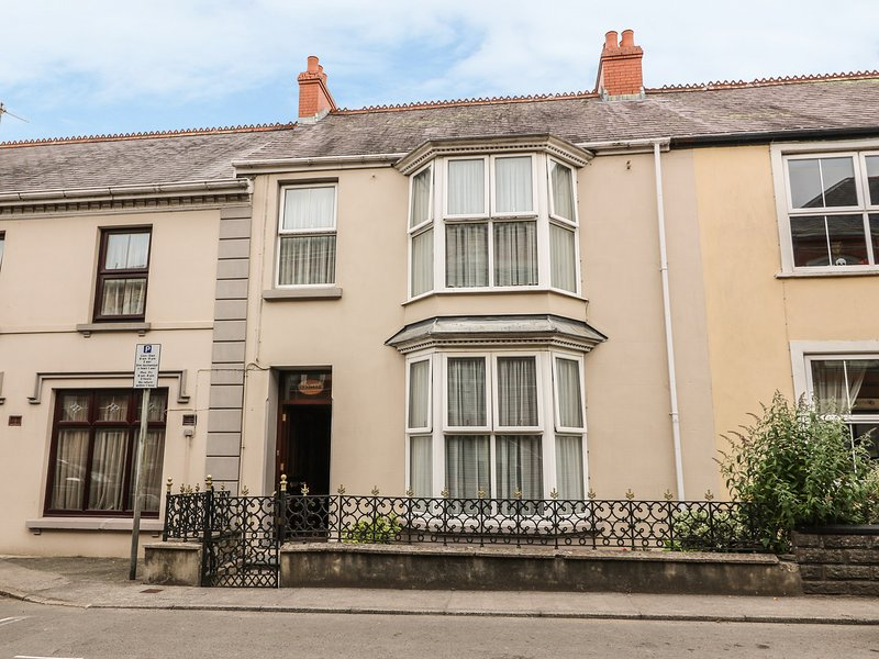 LYNDALE, traditional style, Narberth, holiday rental in Clunderwen