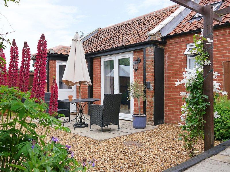 JACK'S CORNER, studio accommodation with WiFi, Roydon near King's Lynn, vacation rental in King's Lynn