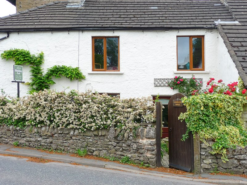 4 GREEN CROSS COTTAGE, pet-friendly luxury cottage, in Burton-In-Kendal, holiday rental in Holme