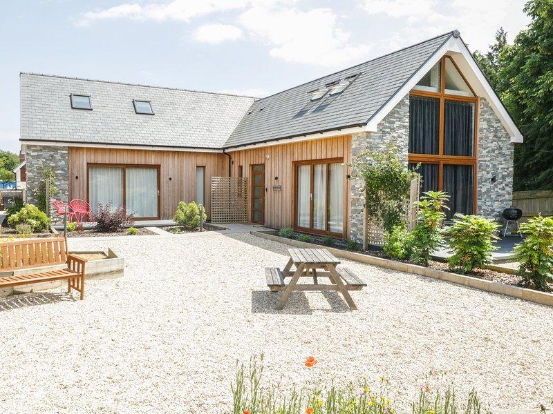 SHEPHERD OAK, quality semi-detached cottage, stylish features, en-suite, holiday rental in Upwey