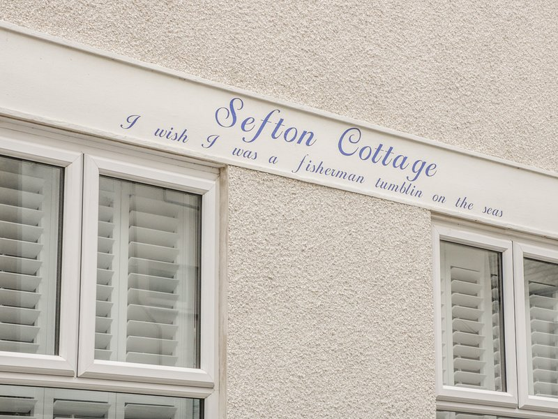 SEFTON COTTAGE, close to the beach and harbour, in Deganwy, holiday rental in Deganwy