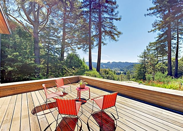 Magic Madrone: Mid-Century Modern Home w/ Private Saltwater Hot Tub, holiday rental in Duncans Mills
