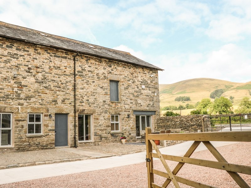 BOSKINS, barn conversion with en-suites, Sedbergh, holiday rental in Yorkshire Dales National Park