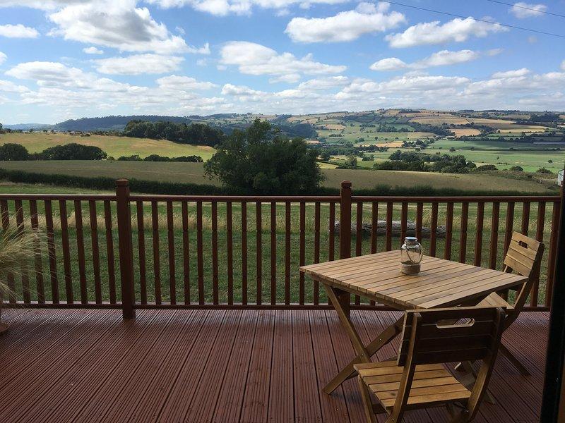 SHEPHERD'S VIEW, spacious lodge with views, Minsterley, vacation rental in Minsterley