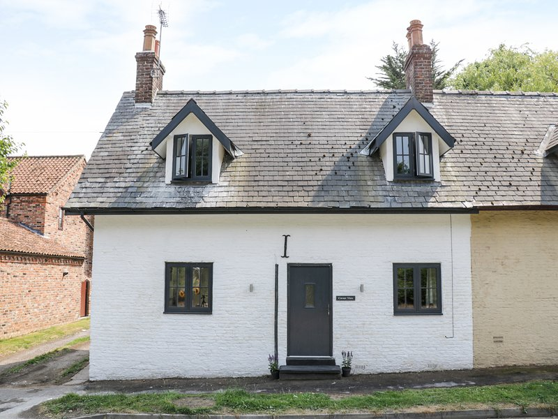CORNER VIEW, characterful, woodburner, near Driffield, Ref 979519, holiday rental in Bainton