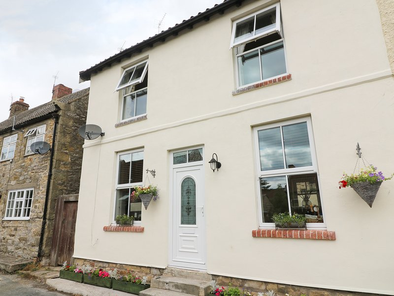 HIGH ROW COTTAGE, cosy, WiFi, in Melsonby, holiday rental in Walworth
