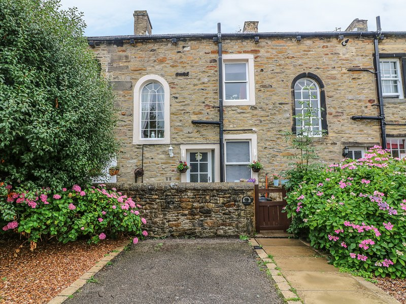 DAISY'S HOLIDAY COTTAGE, stone-built, open plan, super king-size double bed, in, vakantiewoning in Embsay