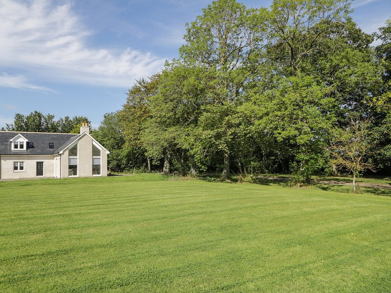 P'LACE OF GLASSAUGH, high-quality interior, WiFi, Portsoy 2 miles, Ref 971117, holiday rental in Cornhill