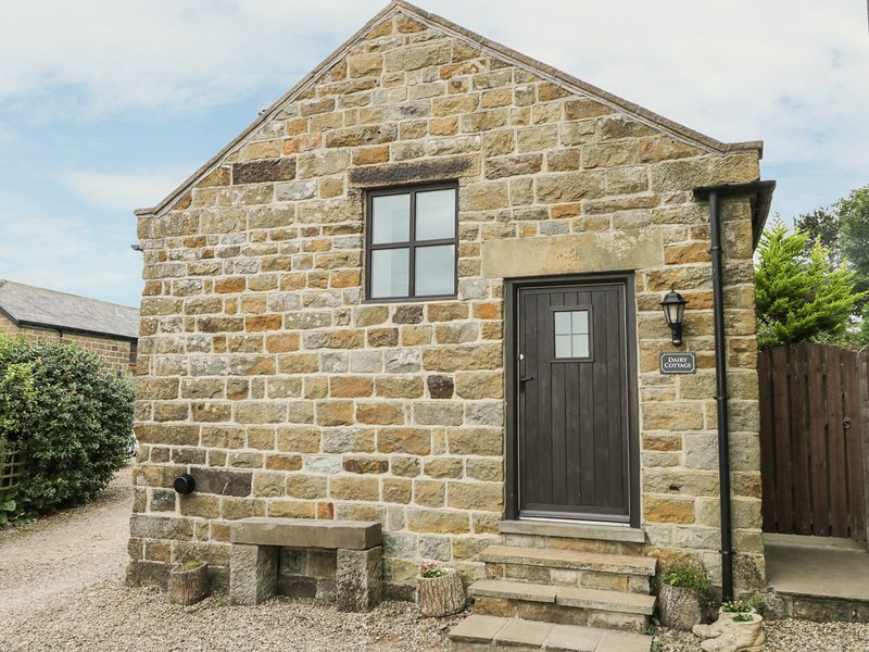 DAIRY COTTAGE, romantic, character holiday cottage, with open fire in, vacation rental in Ravenscar