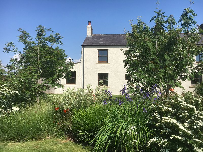 1 LEESRIGG COTTAGES, near Lake District and Solway Coast, near Aspatria, holiday rental in Boltongate