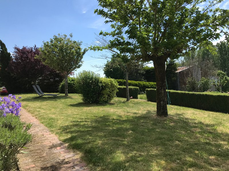 Jardins privados pitorescos com vistas deslumbrantes