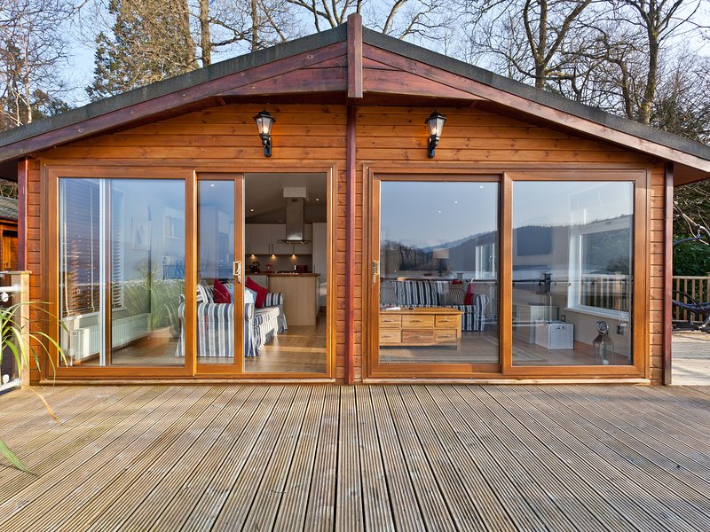 LODGE ON THE LAKE, beautiful lakeside position, en-suite, on-site facilities – semesterbostad i Bowness-on-Windermere