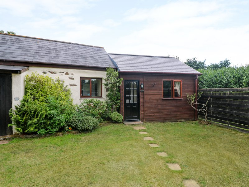 CONTENTION BARN, romantic retreat, pet-friendly, next to pub in Penhallow Ref, holiday rental in Penhallow