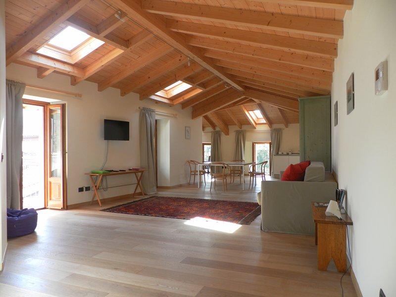 Apartment 'Stelle' in Casa Botta - Luino Lago Maggiore, holiday rental in Luino
