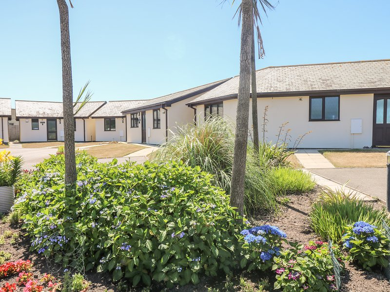 SEASHELLS holiday bungalow, seafront location, open plan living in Marazion, Ferienwohnung in Marazion