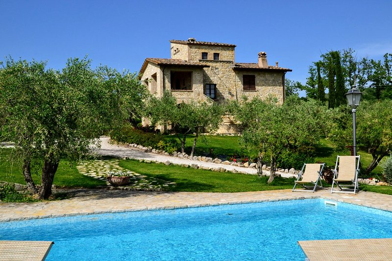 Collazzone Holiday Home Sleeps 12 with Pool Air Con and WiFi - 5226880, Ferienwohnung in Piedicolle
