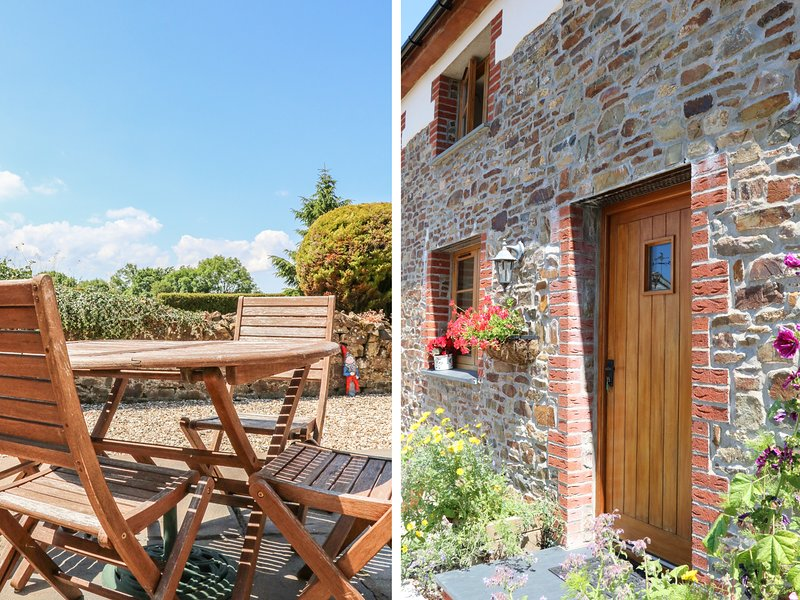 LUNDY VIEW COTTAGE, family friendly, character holiday cottage, with a garden, holiday rental in High Bickington