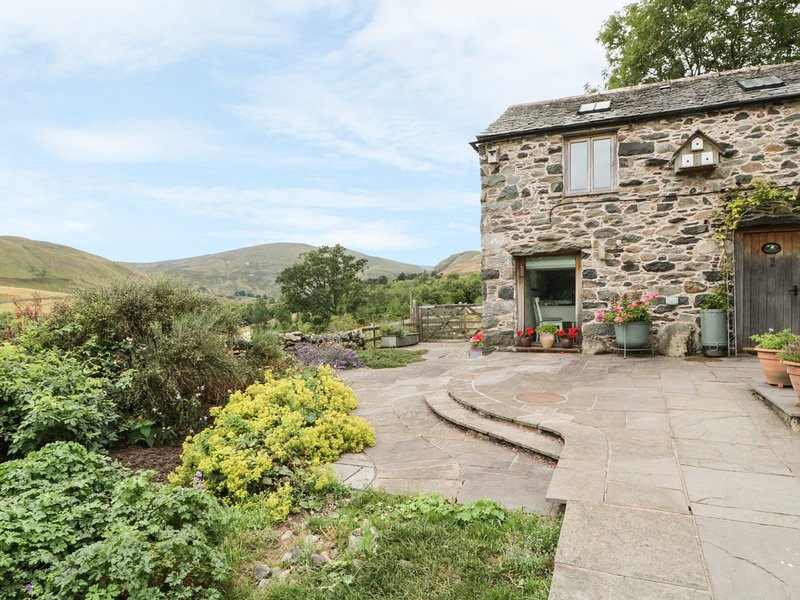 SWALLOWDALE, characterful cottge, near Ullswater, fell views, Ref:972666, holiday rental in Dockray