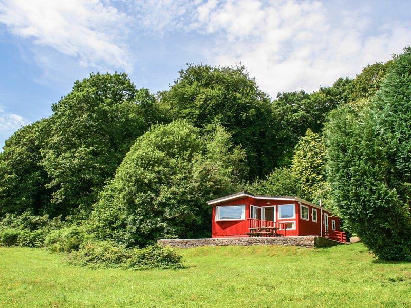FERN LODGE, hideaway with dreamy views, dog friendly, children's outdoor play, location de vacances à Linkinhorne