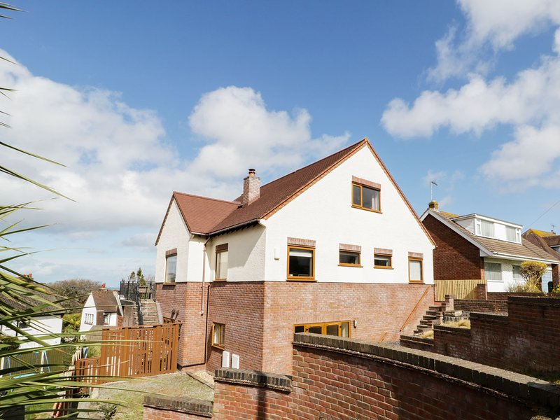 GWELD Y MOR, detached, elevated, in Old Colwyn, Ref 964316, holiday rental in Trofarth