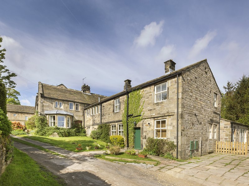 BRAY COTTAGE, family friendly, character holiday cottage, with pool in, location de vacances à Holmfirth