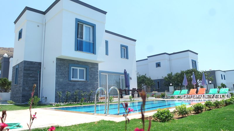 VIP sunny private villa (R.103), holiday rental in Turgutreis