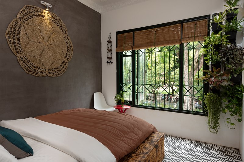 Hover House   Love Room - Central with wide window, Ferienwohnung in Hanoi
