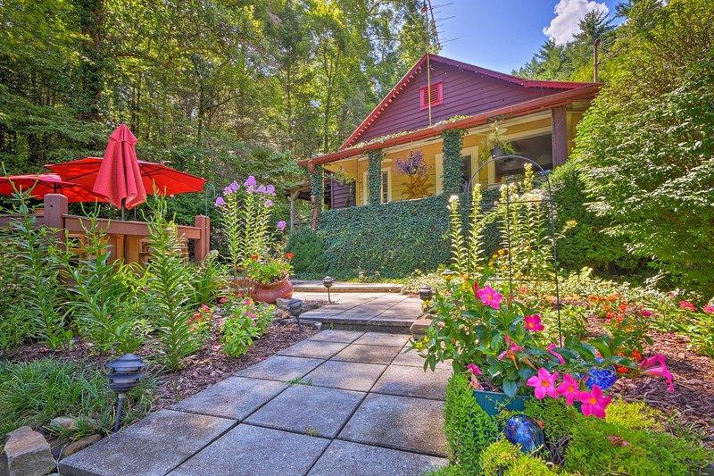 Ervaar de schoonheid van de Blue Ridge Mountains wanneer u dit huisje boekt.