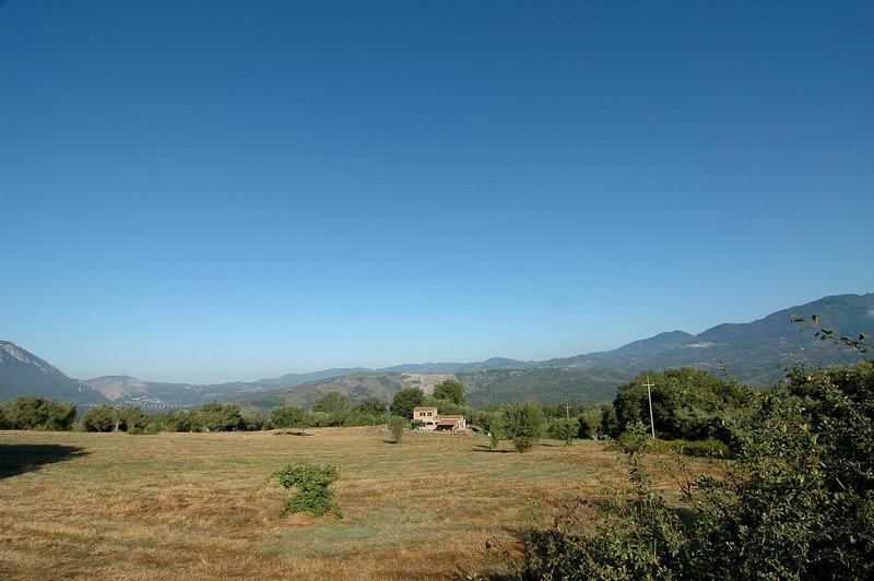 Rustig gelegen, authentieke woning op 8000 m2 eigen grond met super uitzicht., vacation rental in Scario