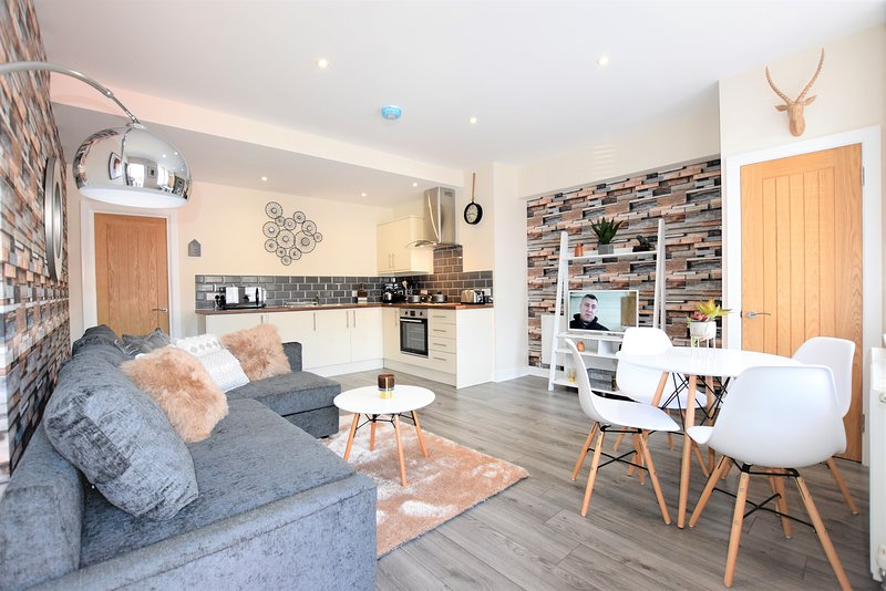 The Old Bank 2 - yourapartment, holiday rental in Keynsham