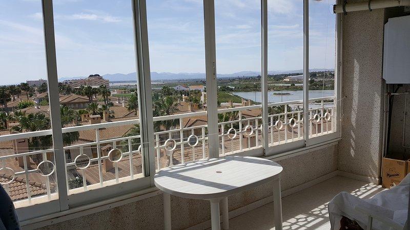 Apartamento con maravillosas vistas y aire acondicionado, holiday rental in Santa Pola