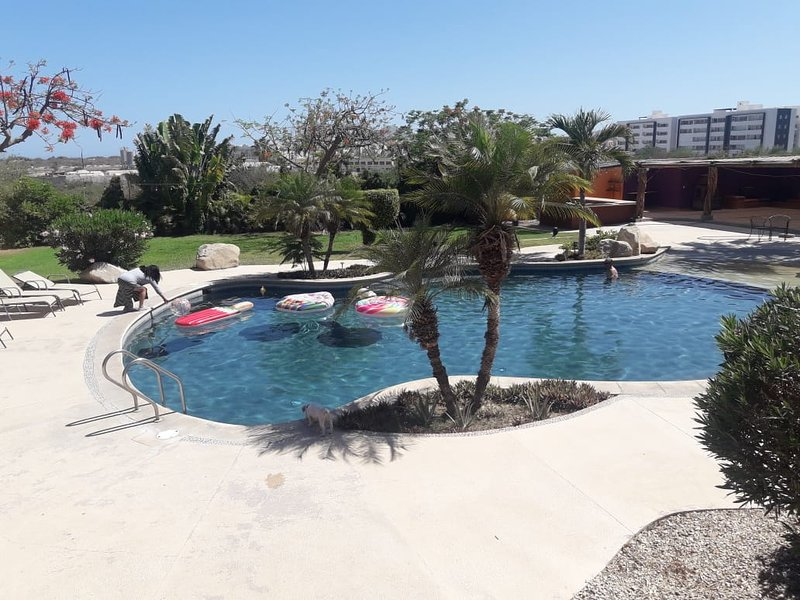 Crystal clear large pool !!! One block and half away from the Medano beach