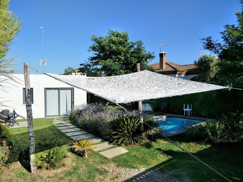 chalet moderno con piscina y wifi, holiday rental in Conil de la Frontera