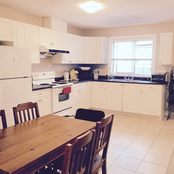 Newly renovated - 3 bedrooms suite, holiday rental in Langley City