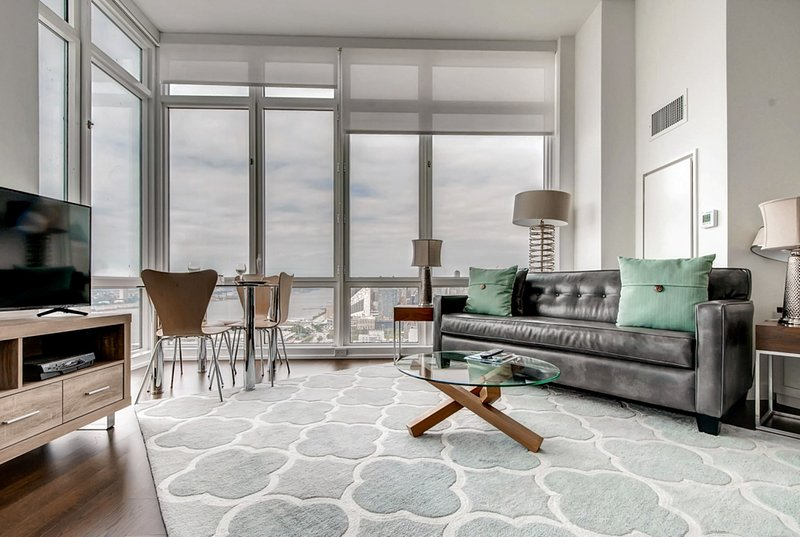 Global Luxury Suites at Sky, holiday rental in New York City