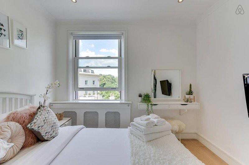 Welcome to my home... Master Bedroom overlooking Regent's Park