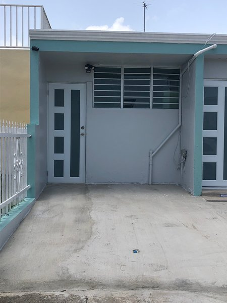 Apt in Lomas de Carolina Yunquesito St, close to everything, alquiler vacacional en Caguas