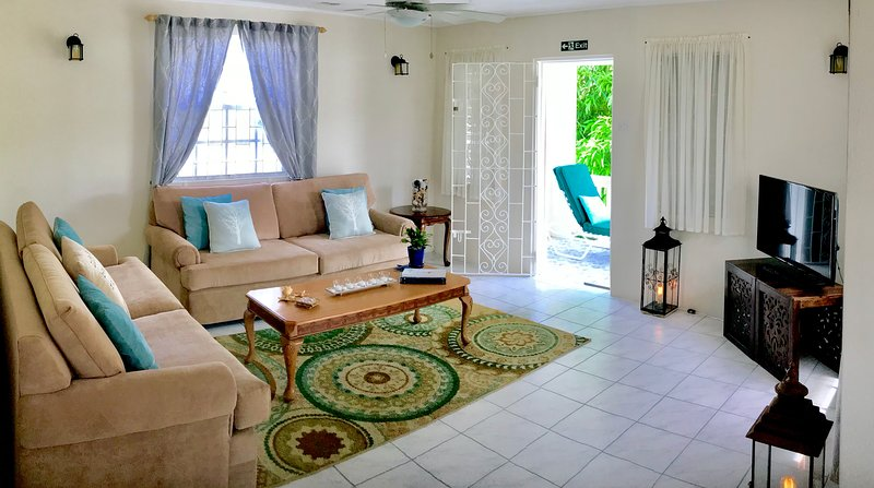 Villa Mia Two Bedroom Apartment No.3 Near Miami Beach, holiday rental in Oistins