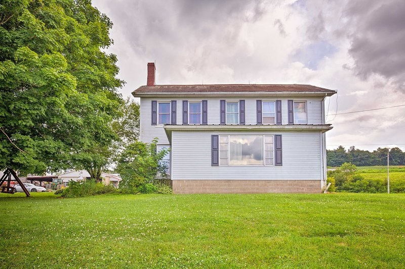 Mount Perry Home on Working Farm w/BBQ & Pond!, holiday rental in Frazeysburg