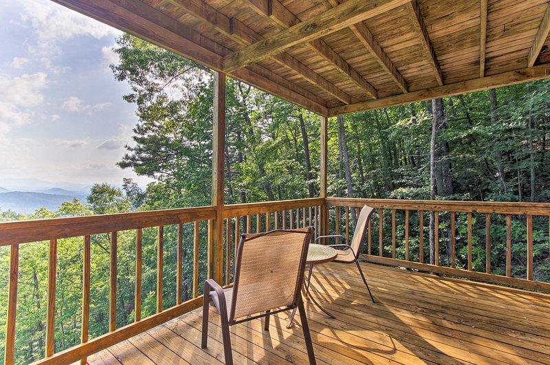 Das Haus bietet einen atemberaubenden Blick von 2 separaten Decks.