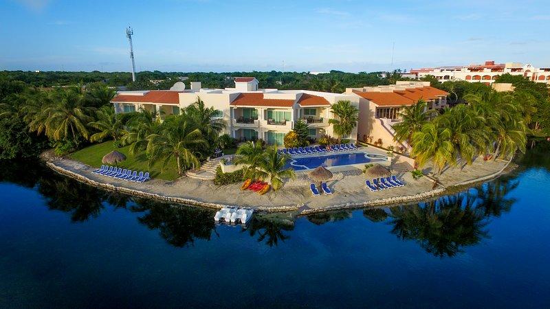 AMAZING LUXURY CONDOMINIUM GREAT HOTEL SERVICE, vacation rental in Xpu-Ha