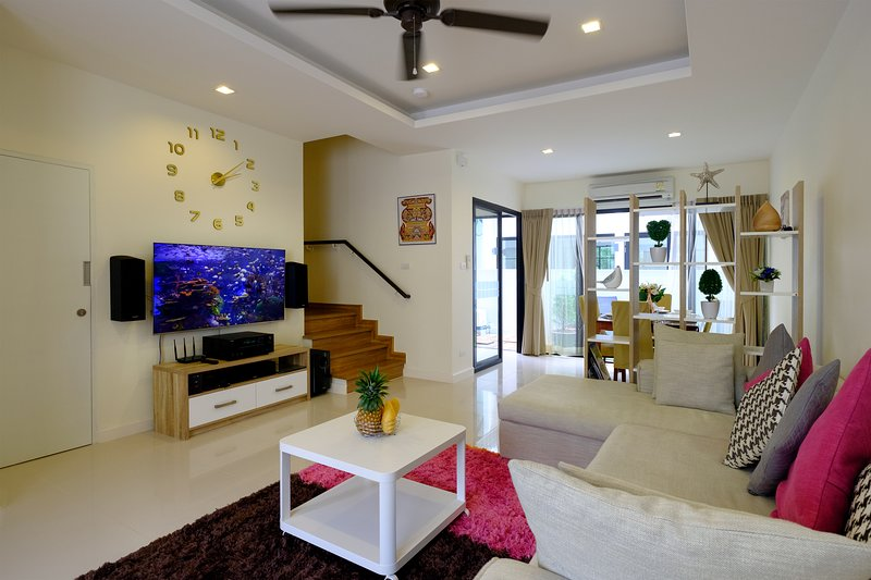 3 bdr cozy townhouse on Phuket for 6-8 person, 10 minutes to Bang Tao beach – semesterbostad i Bang Tao Beach
