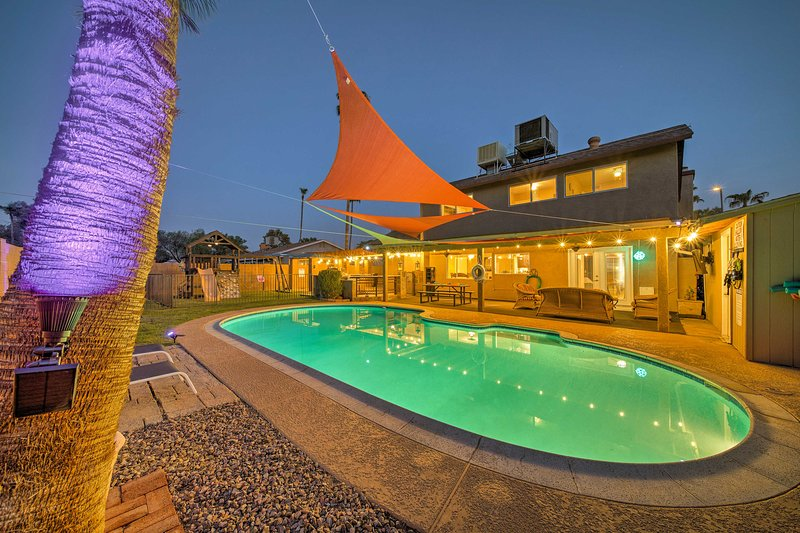 Relaxing Phoenix House w/ Hot Tub, Pool, & Grill!, vacation rental in Glendale