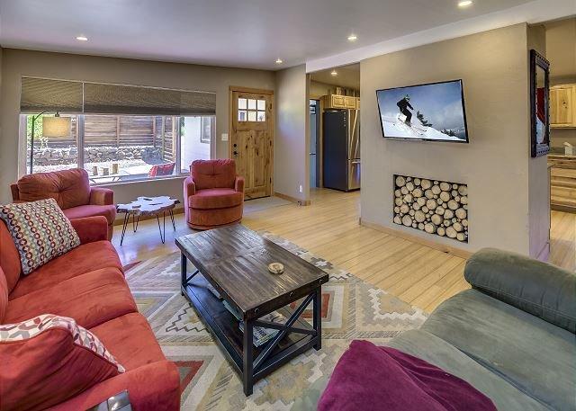 Cozy Bend Home - Pilot Butte Neighborhood - Great Outdoor Space, casa vacanza a Alfalfa