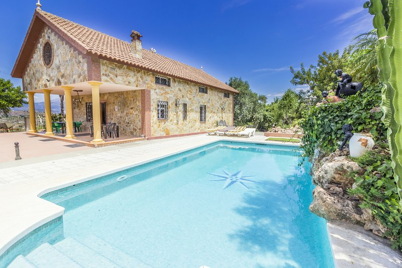 Cubo's Villa La Cascada, holiday rental in Coin