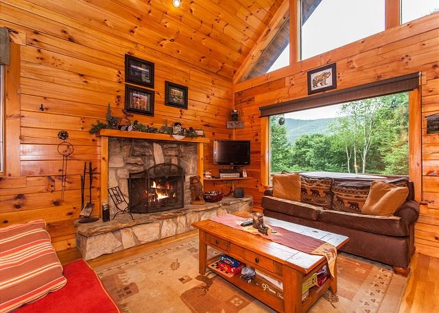 Copper Top Cabin on 4 Acres w/ Game Room & Hot Tub - Near Cataloochee, vacation rental in Maggie Valley