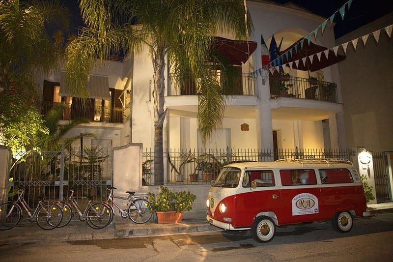 Residence Angelica, 5 camere indipendenti, ciascuna con bagno privato, holiday rental in Erchie