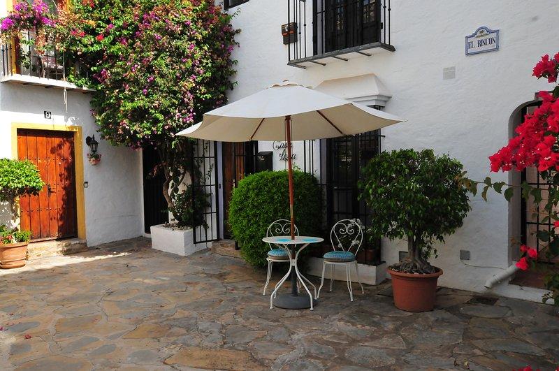 Acojedora casa Ideal para Golfistas, a 5 min de Puerto Banús y la playa, location de vacances à Nueva Andalucia