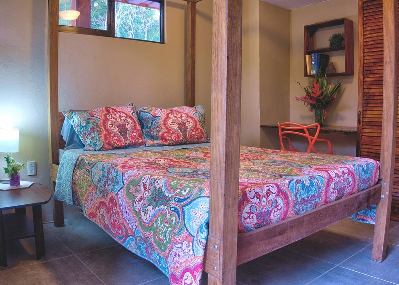 Valley of Dreams Eco Lodge Room, holiday rental in Platanillo