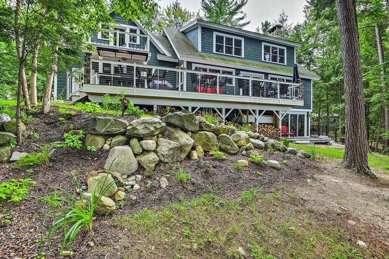 Lakefront Winthrop Home w/Outdoor Bar, Deck & Dock, vacation rental in Winthrop